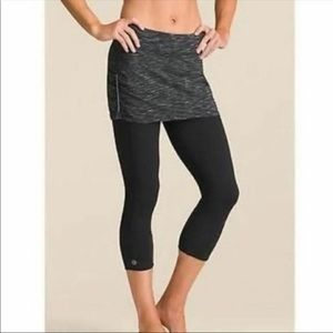 Athleta 2 in contender Capri skirt black Small